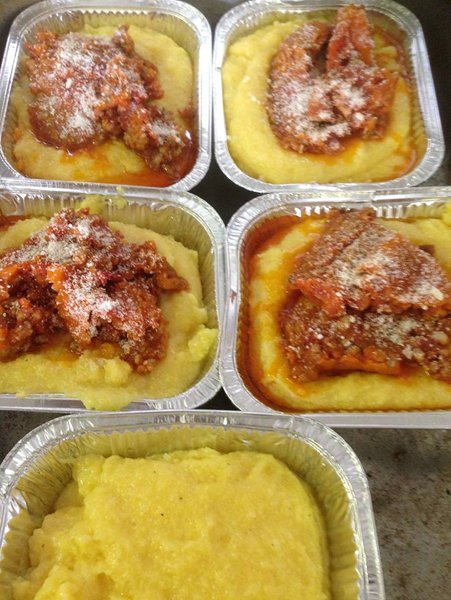 vaschette di polenta con salsiccia