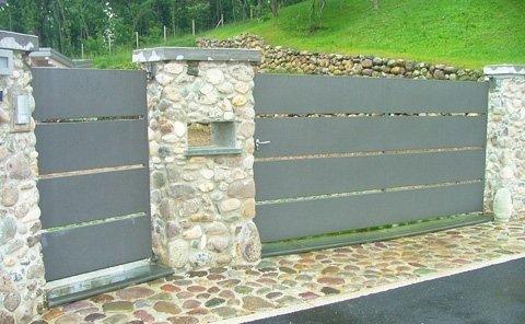 cancello con tamponamento lamiere