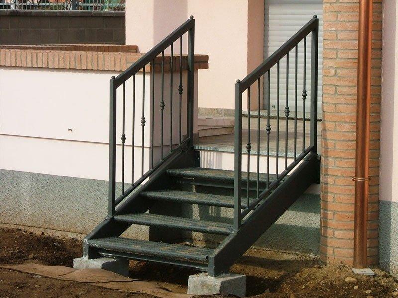 scale e gradini metallici