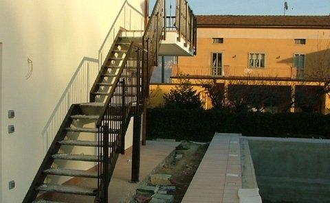 scale con gradini in grigliato