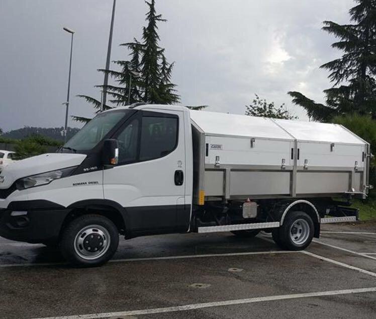 furgoncino bianco per raccolta rifiuti