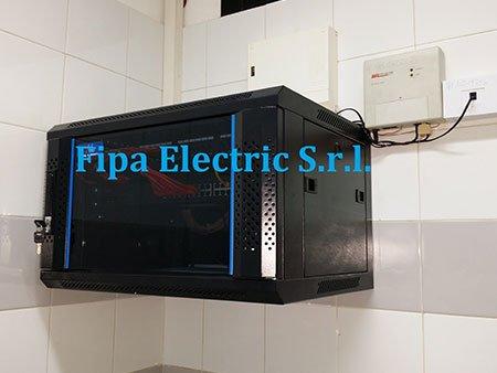 un forno microonde nero