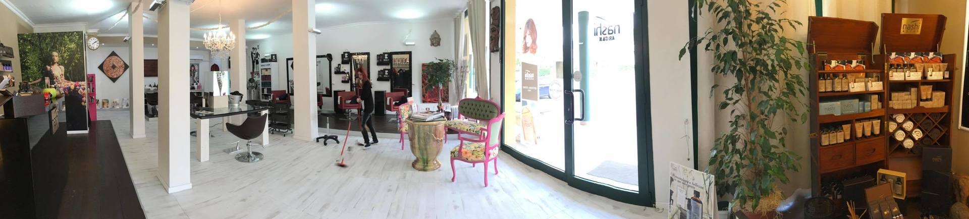 Panoramica dell'interno del salone