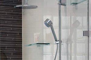 Sleek shower head
