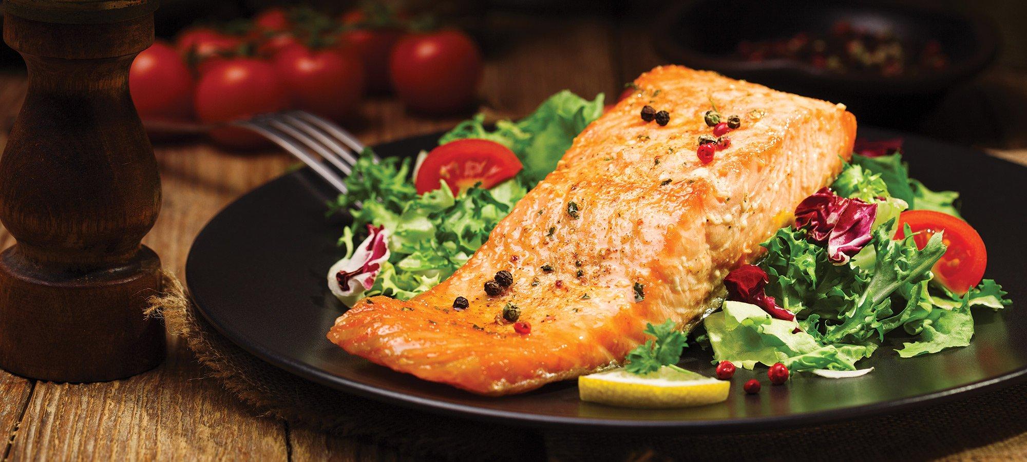 Salmone al forno con le verdure fresche