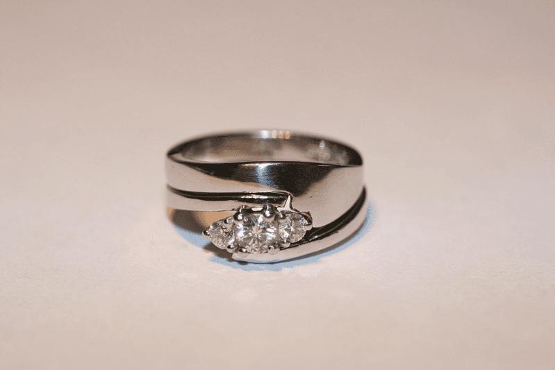 For bespoke wedding rings in York call 01430 873 700