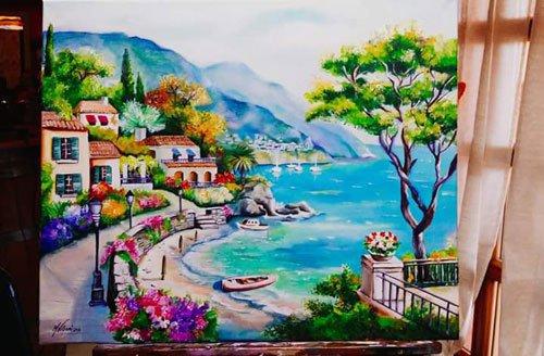 dipinto raffigurante un paesaggio di una cittadina sul mare, una passeggiata, degli alberi e in lontananza la vista delle montagne