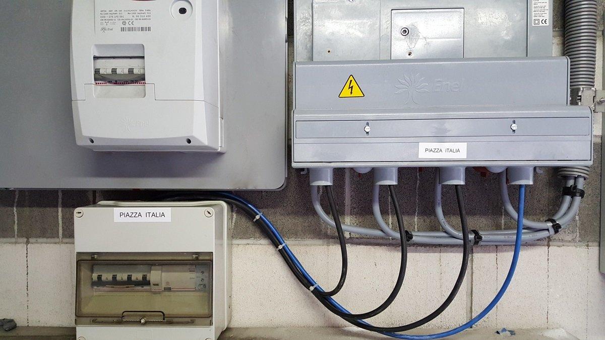 Scatola di connessione e transmision elettrica