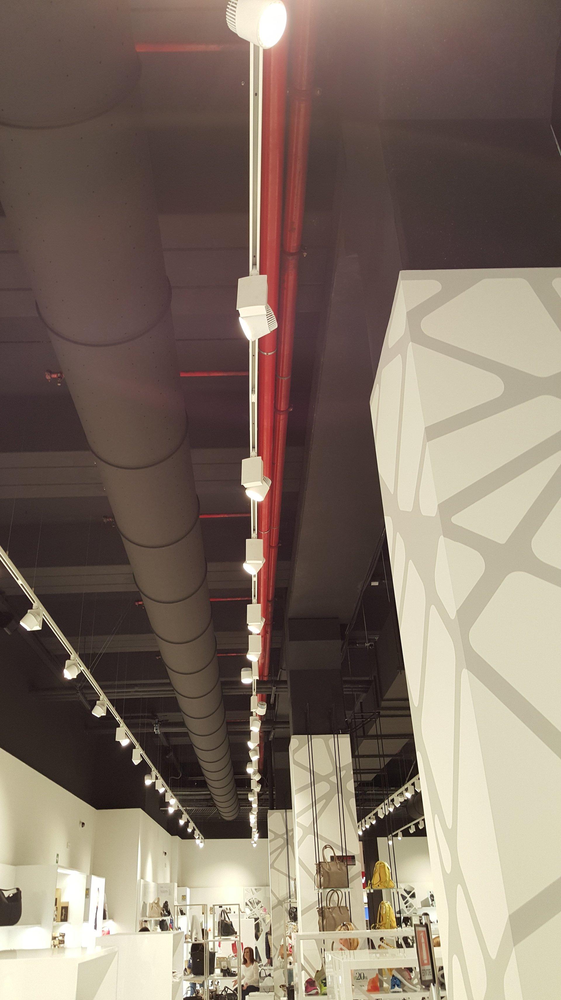 Tubi di luce,aria ed energia elettrica nel tetto