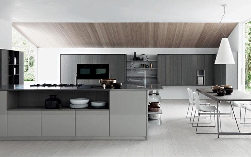 cucina moderna color acciaio con isola