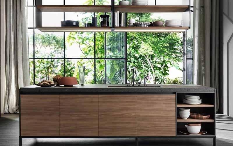 cucina con isola color legno