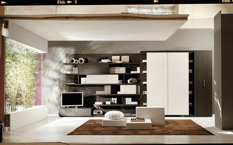 soggiorno con parete attrezzata bianca