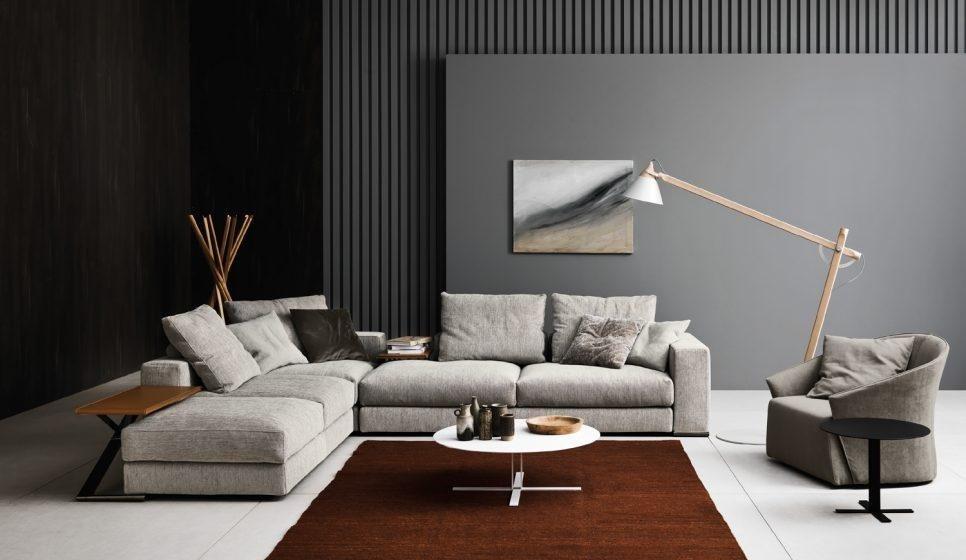 divano ad angolo grigio