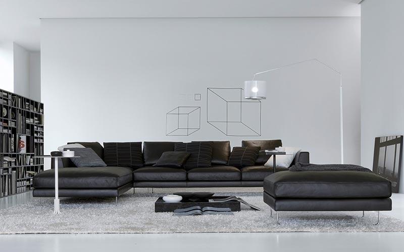 divano nero in pelle con penisola