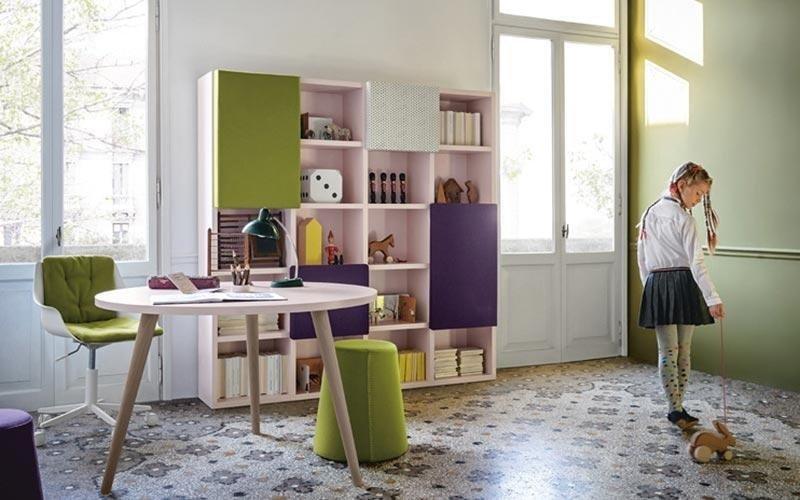 scrivania e libreria in toni di verde
