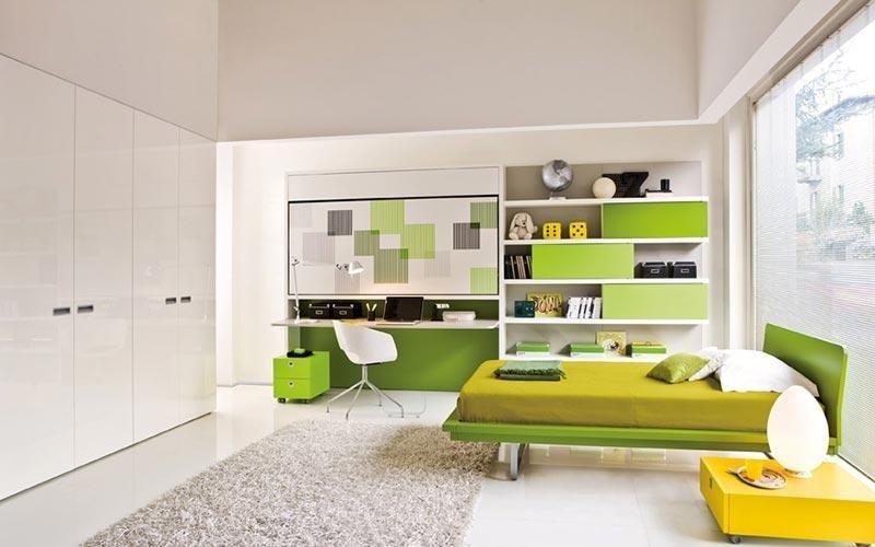 cameretta in torni di verde con scrivania