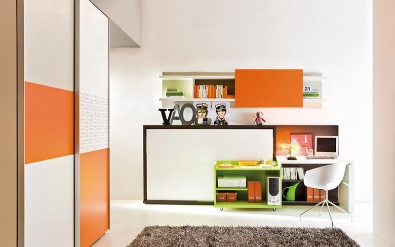 cameretta con armadio e scrivania