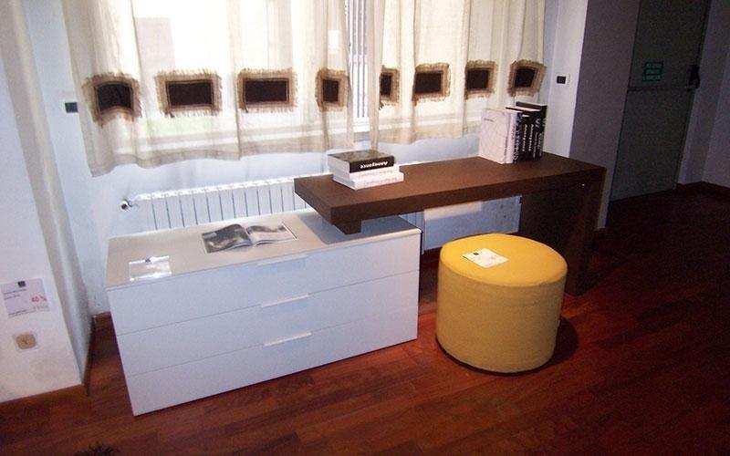 scrivania con puff
