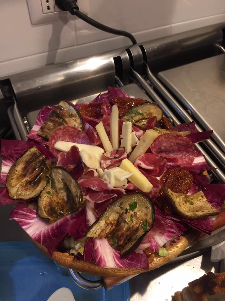 Tagliere di salumi con i formaggi