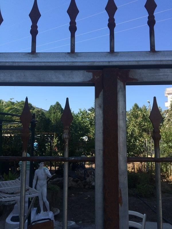 cancello grezzo