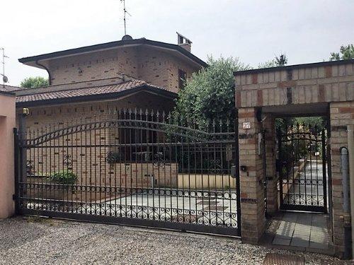 Installazione e manutenzione di cancello e porte di accesso esterne