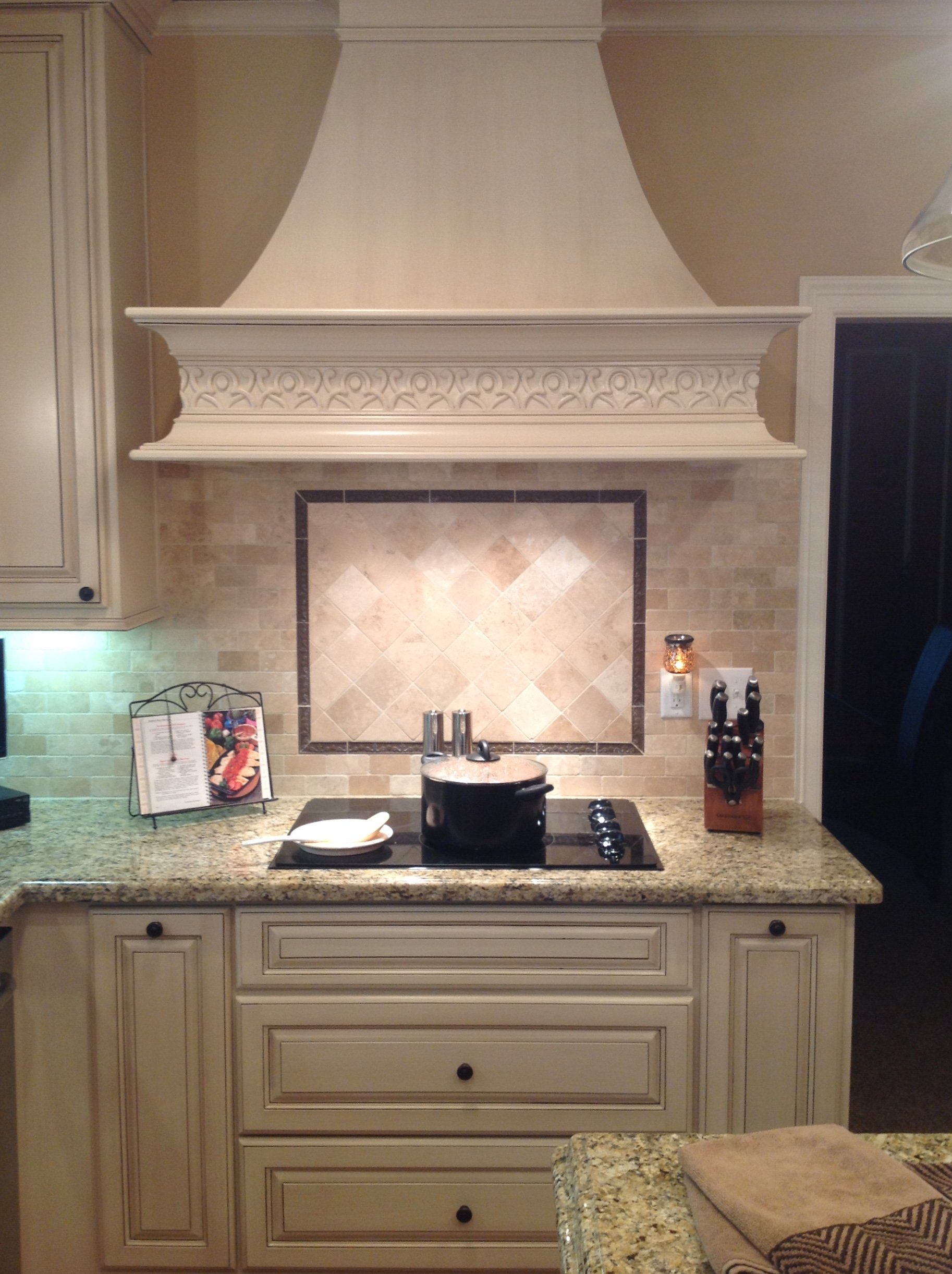 Electric stove and exhaust hood