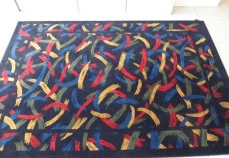 tappeto con disegni colorati