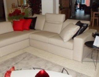 divano in vera pelle colore écru