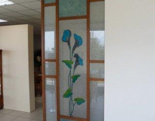 vetrata divisoria con fiore