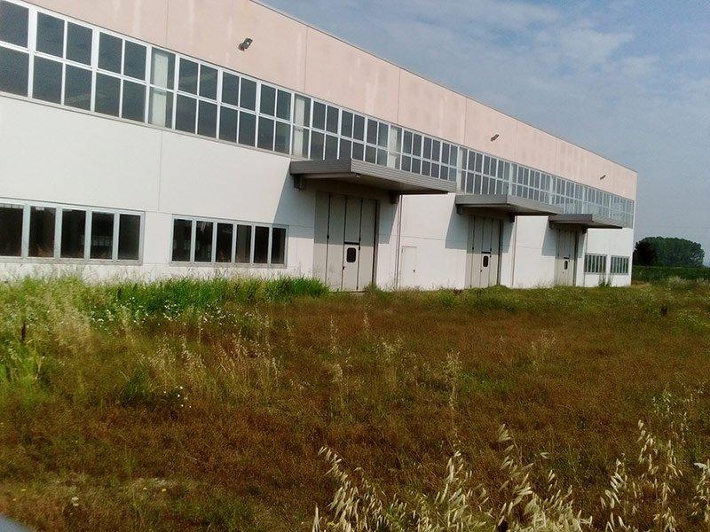 Facciata di un capannone industriale