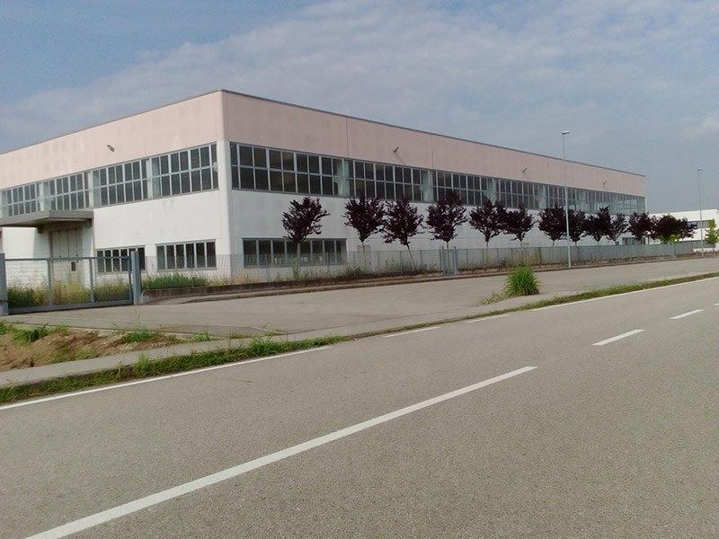 Facciata di un complesso industriale