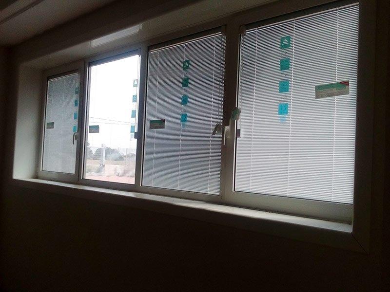 Serramenti in alluminio per l'interno di un ufficio