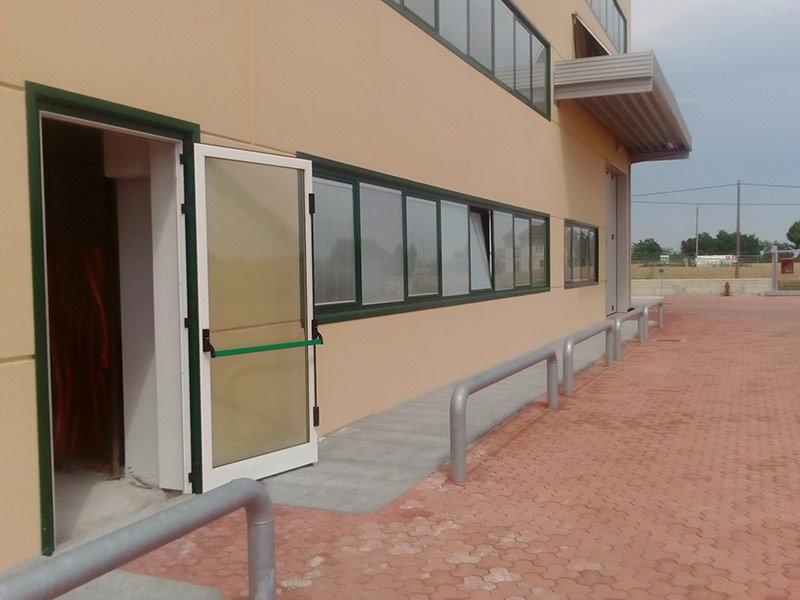 Installazione di serramenti in alluminio e porte allarmate