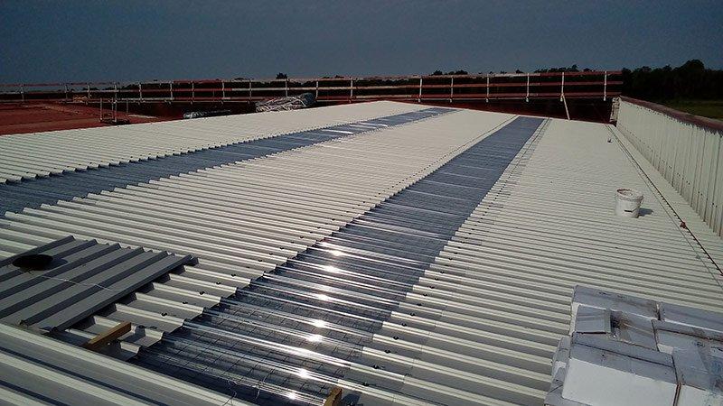 Pannelli a norma di legge per la copertura di capannoni industriali a seguito di rimozione amianto