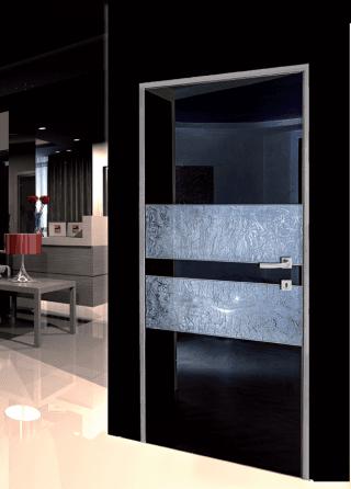 Modello F 100, vetro laccato nero con elementi orizzontali in tessuto argentato + Swarovski elements