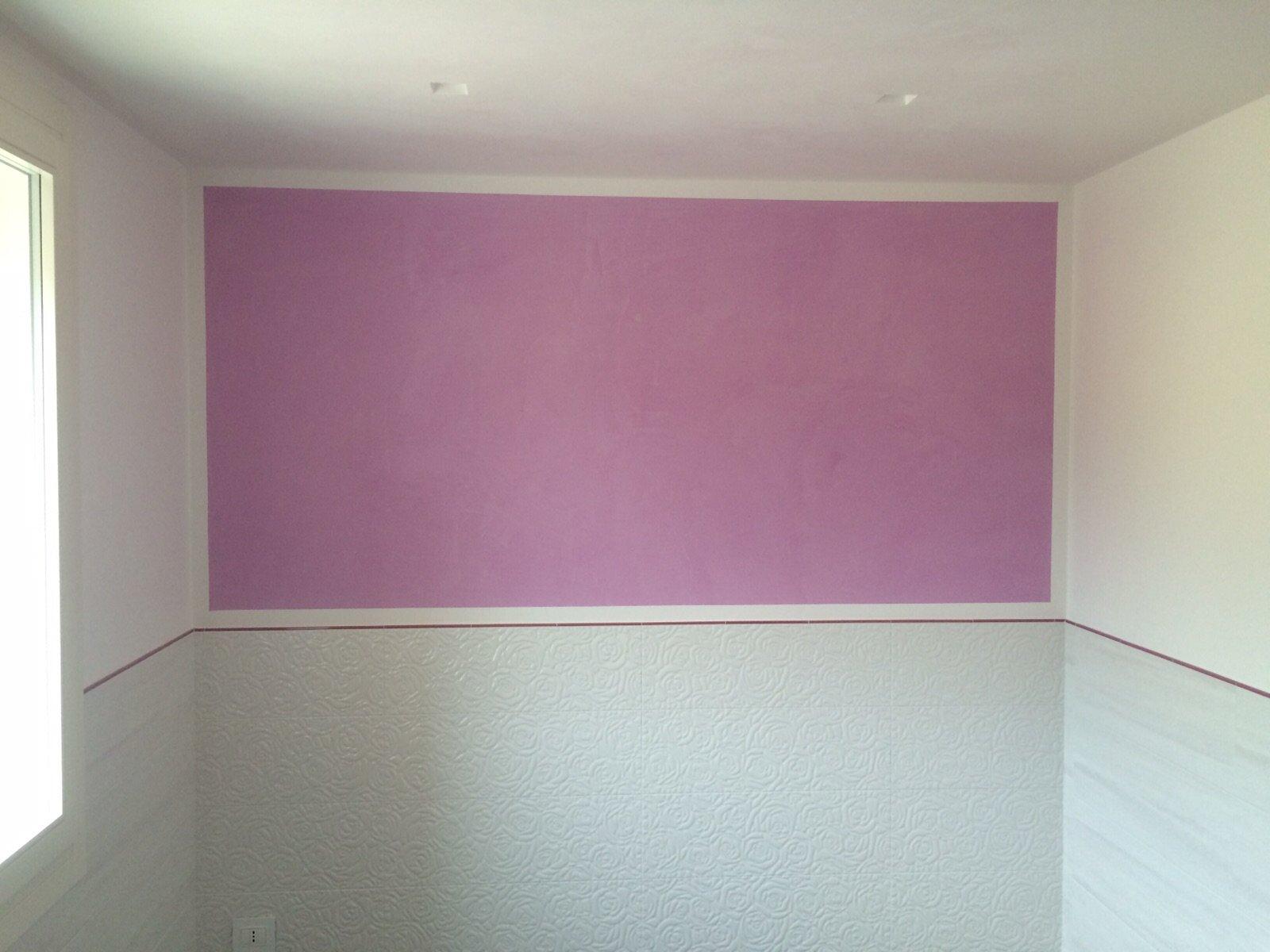 pittura rosa alla parete