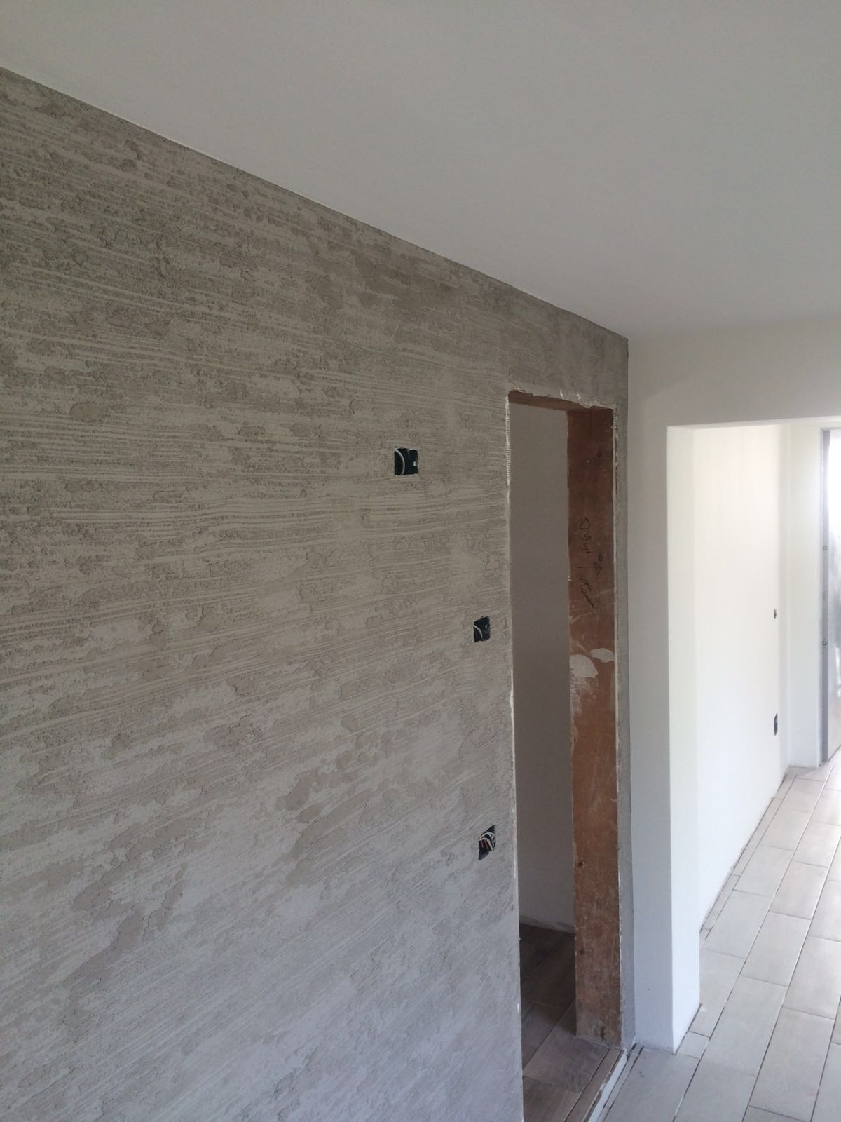 parete color grigio chiaro