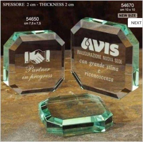 Vendita trofei e targhe premio personalizzati.