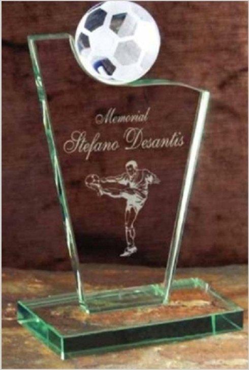 Vendita trofei dedicati al calcio.
