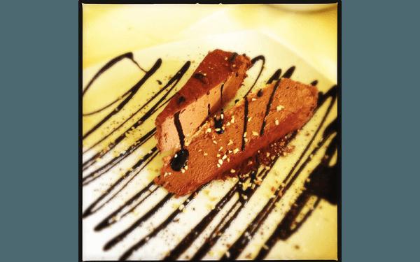 Mousse al cioccolato su base nocciola e zucchero di canna
