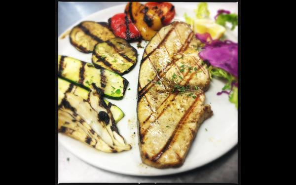 Pesce spada alla griglia con verdure