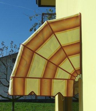tenda per esterno con arancione giallo e bordi rossi