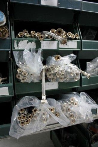 Sacchetti con pezzi di ricambio