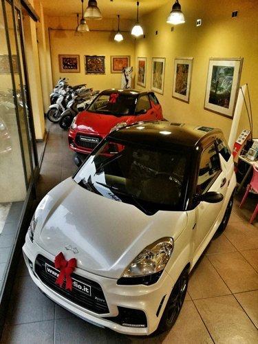 vetrina auto Cordio bianca e rossa