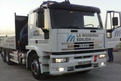 camion con gru 24 metri
