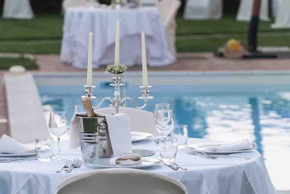 tavolo bordo piscina