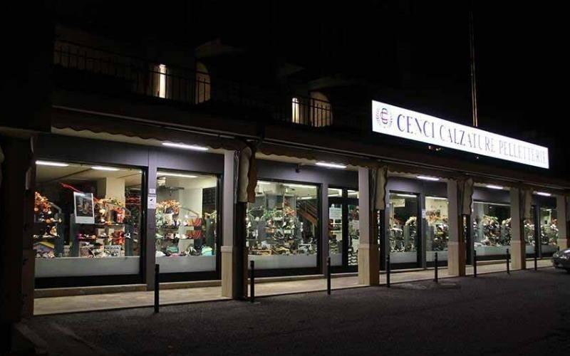 Cenci Calzature vista negozio sera