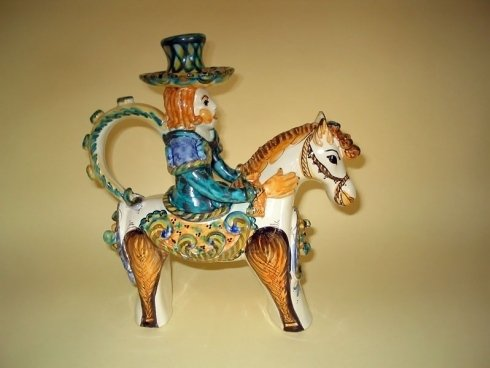 cavaliere decorato in ceramica