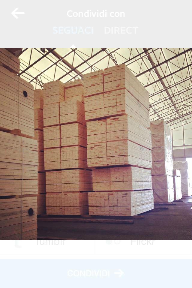 delle assi di legno in un magazzino