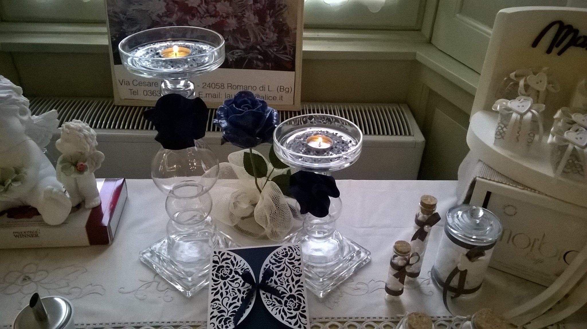 candele profumate su un tavolo